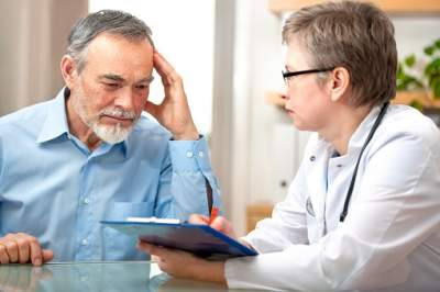 male-patient-tells-the-doctor-about-his-health-complaints
